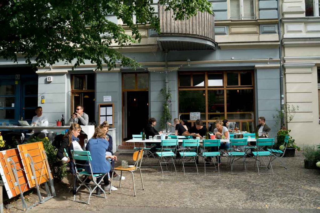 allans-breakfast-club-berlin-outside-venue
