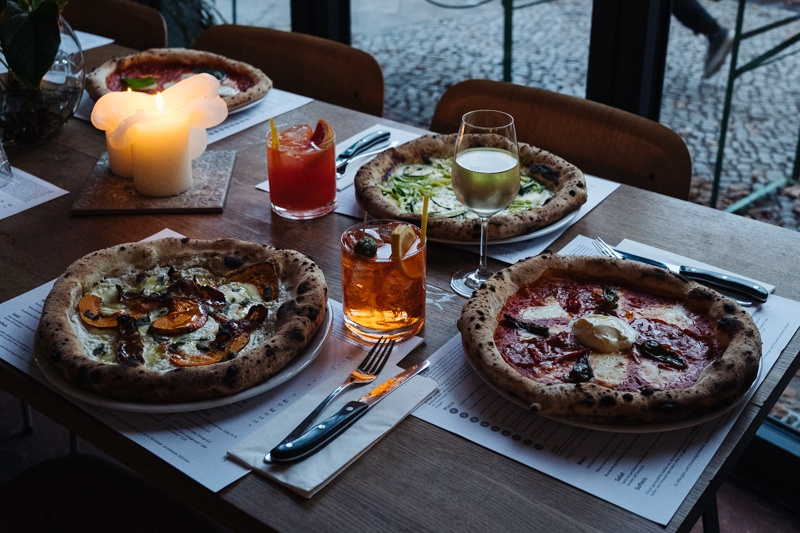 Gazzo Pizza Berlin Table Setup